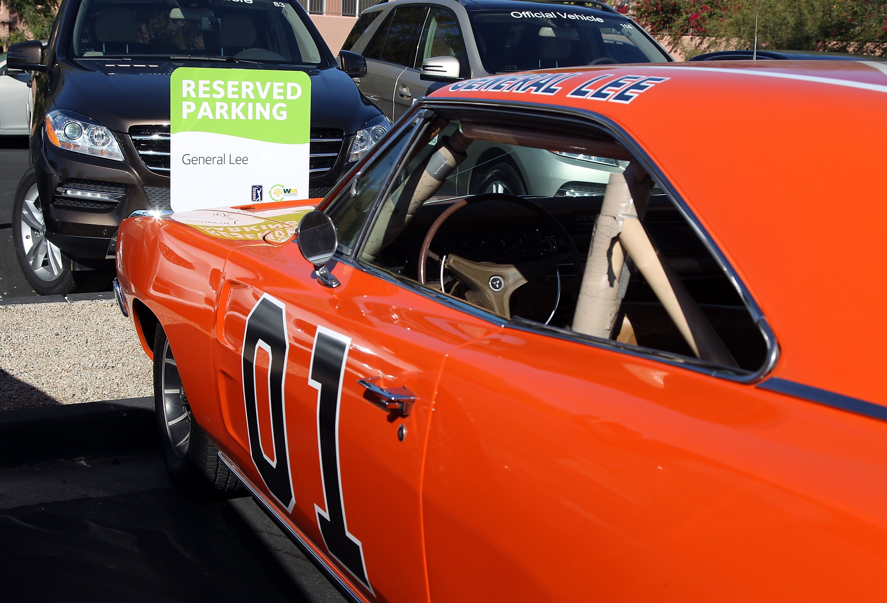 Bubba Watsons General Lee Signed By Bo Duke At BarrettJackson - Scottsdale car show today