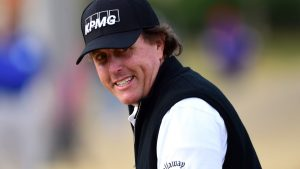 phil-mickelson-chip-in-careerbuilder_0.jpg