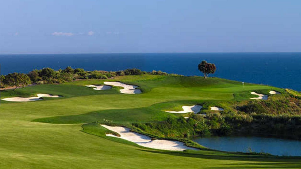 <p/>Pelican Hill is a treat, no matter which course you play.