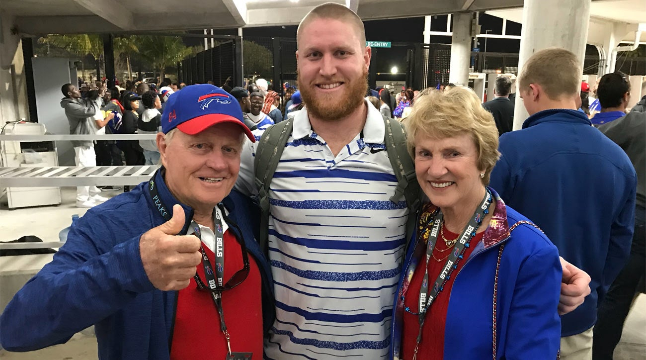 Jack Nicklaus enjoying grandson Nick O'Leary's first trip to the NFL