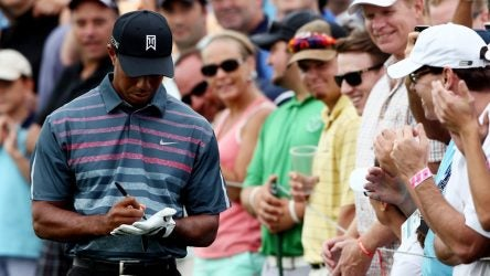 Tiger Woods signs gloves