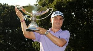 Justin Thomas clinched the 2017 FedEx Cup with birdies on two of his last three holes.