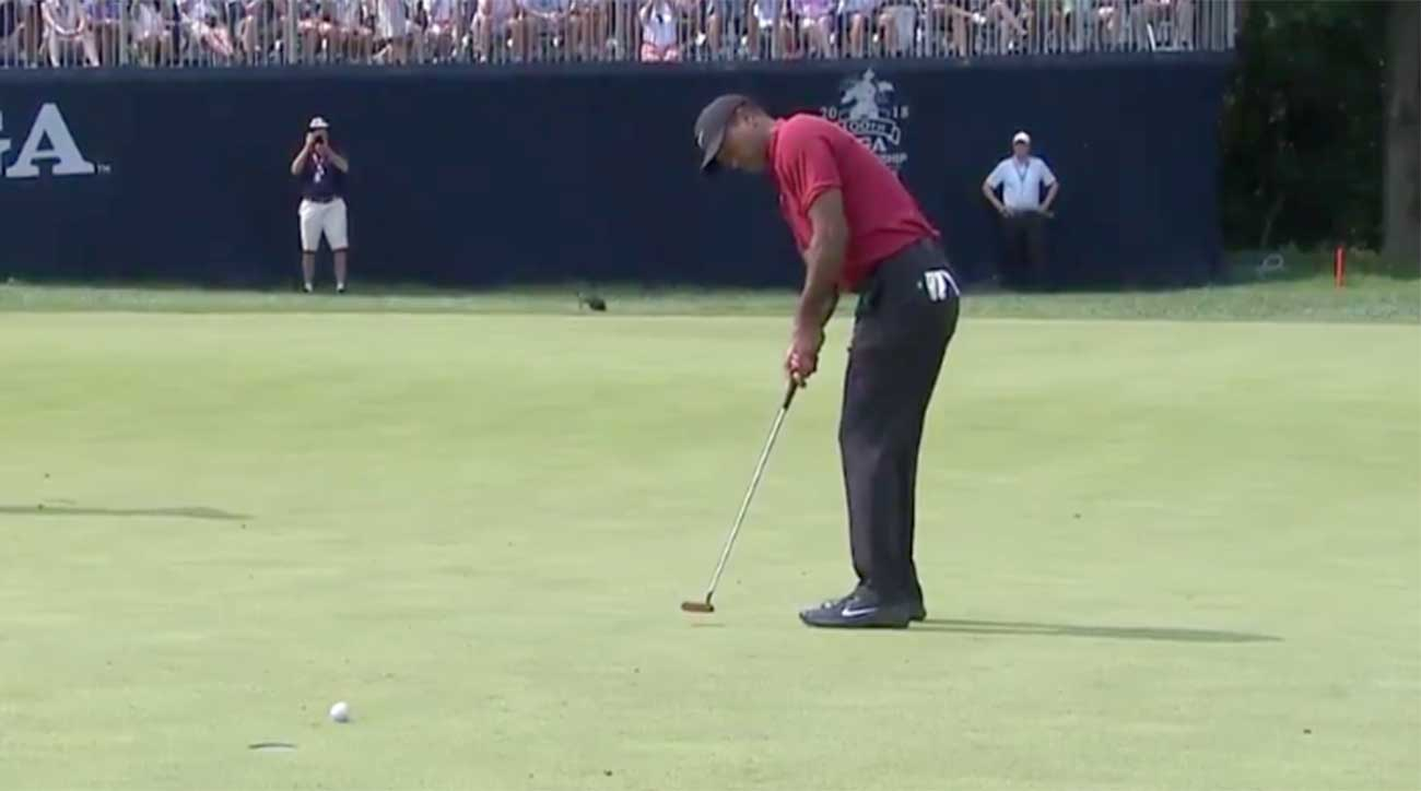 Tiger Woods made a birdie at the 9th, his second straight.