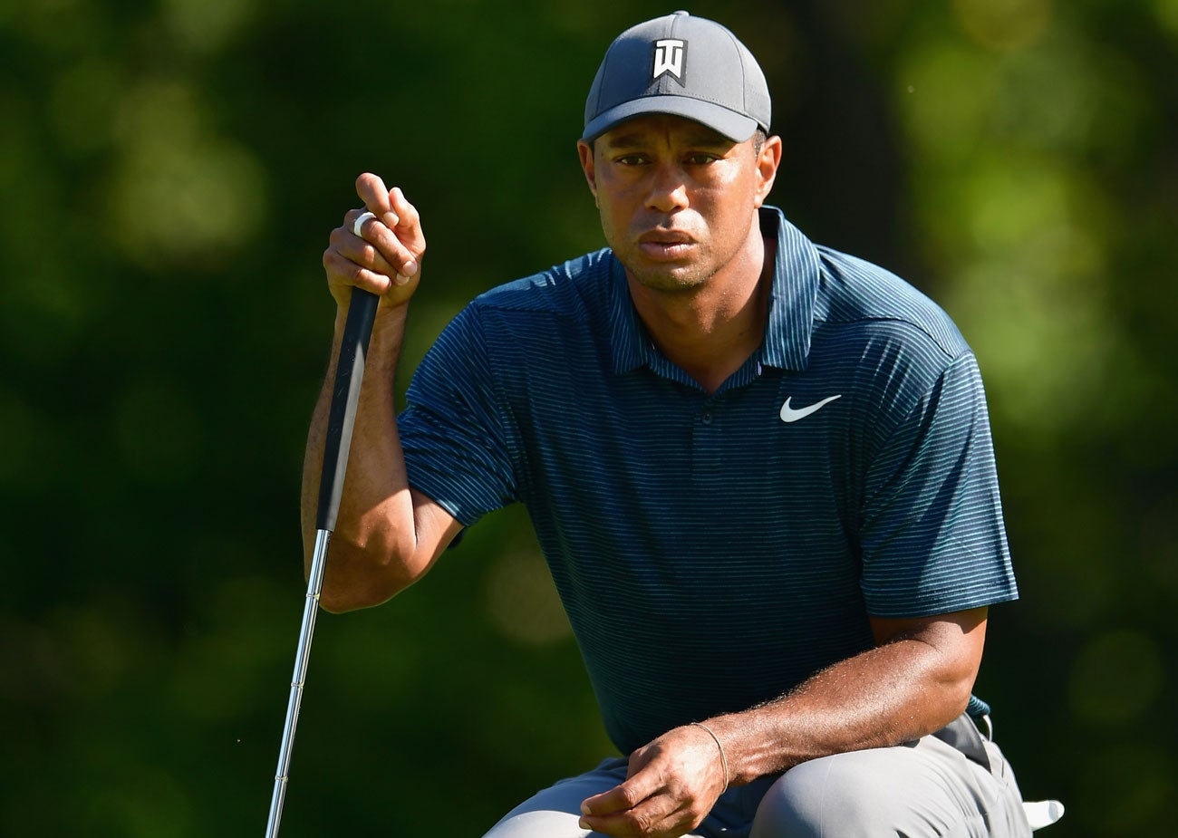 did shirt change save tiger woods u0026 39  first round at the pga