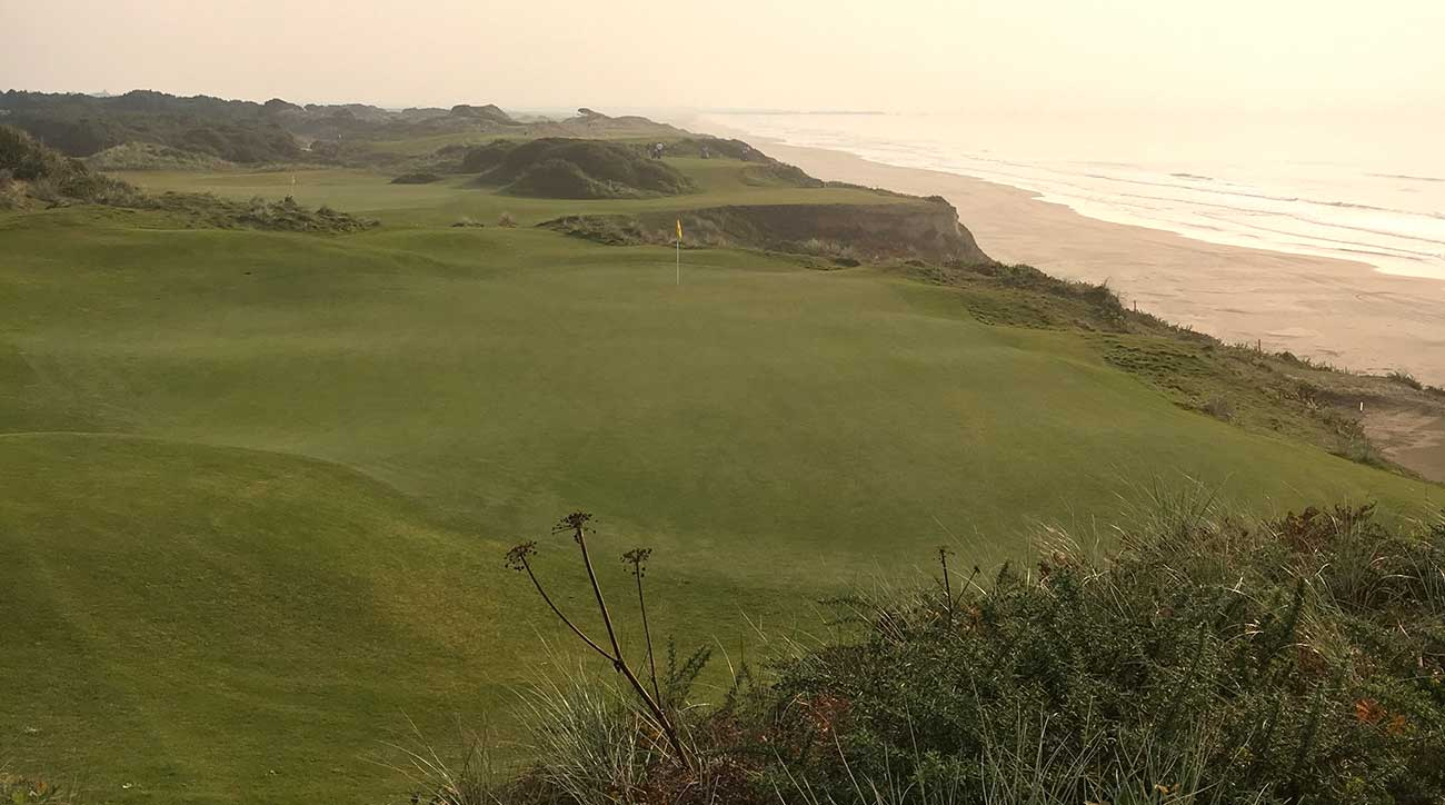 The 10th and 11th holes at Pacific Dunes.