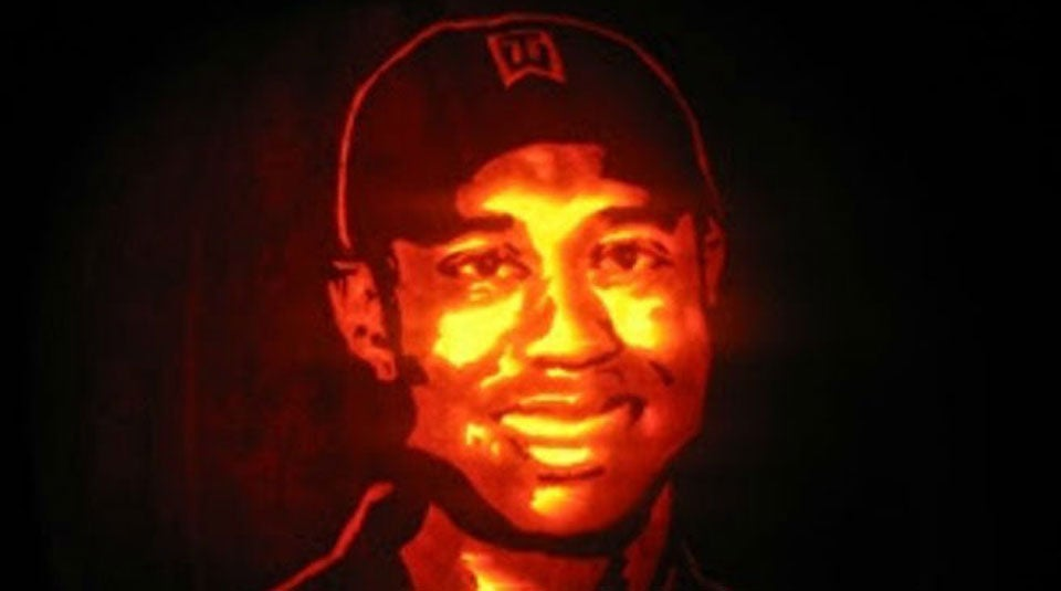 This rendering of Tiger Woods is so impressive, it's hard to tell it's on a pumpkin.