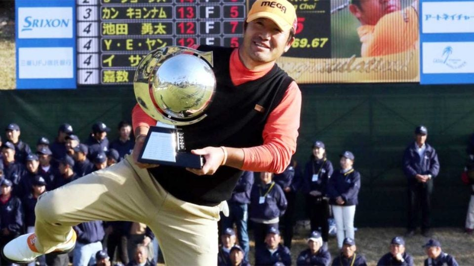 Hosong Choi holds up his trophy after winning on Sunday.