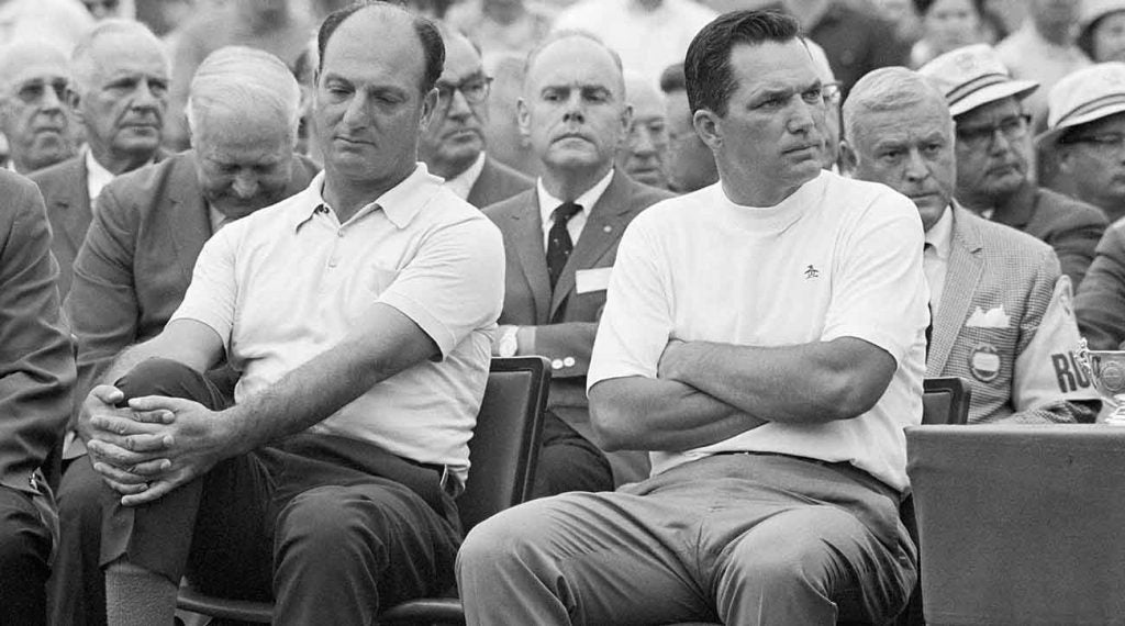 De Vicenzo (left) handed a shocked Goalby the jacket in '68.