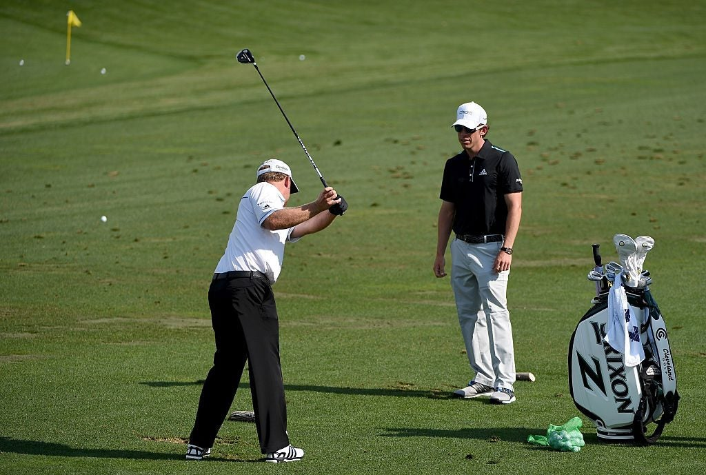 Tiger woods' new golf coach working with JB Holmes on the range at the Masters