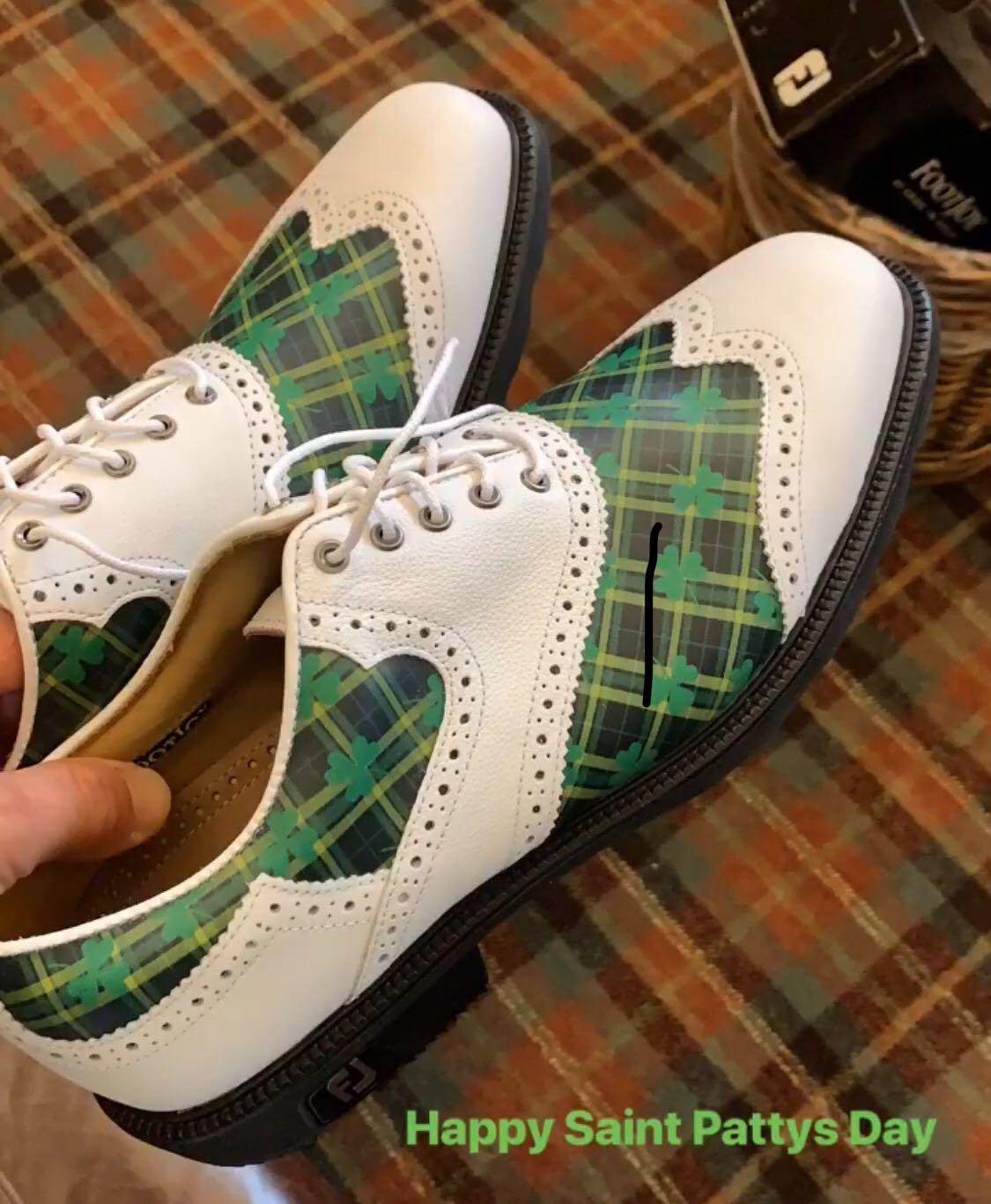 Justin Thomas's festive custom golf shoes.