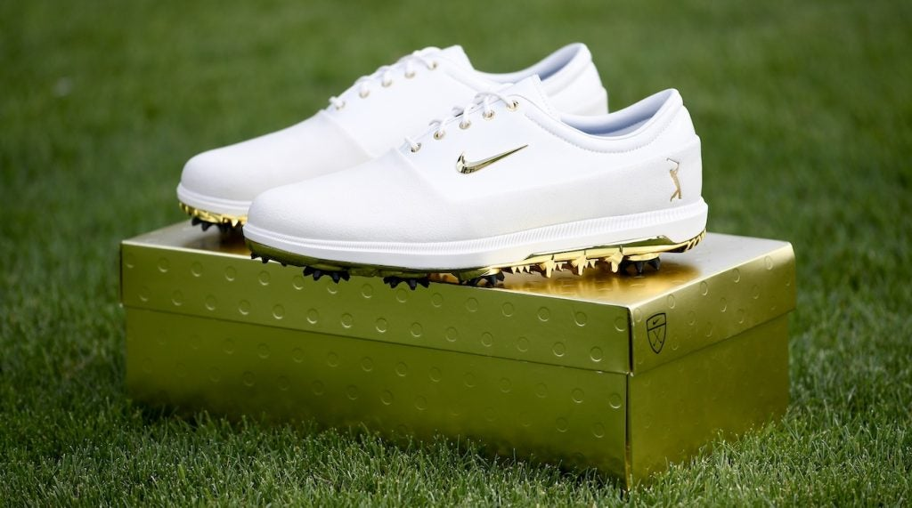 Rory McIlroy's gold Nike shoes