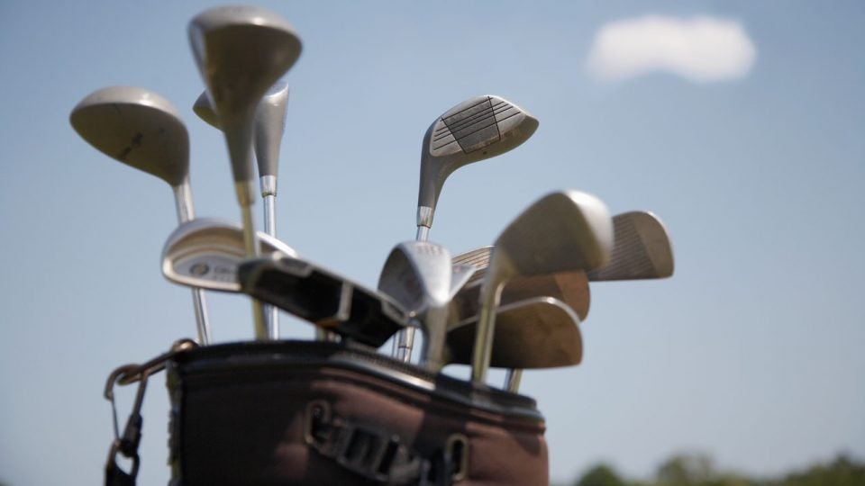 How many clubs in a golf bag?