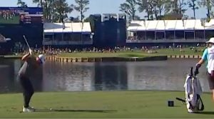 Ryan Moore dunks ace at Playes Championship