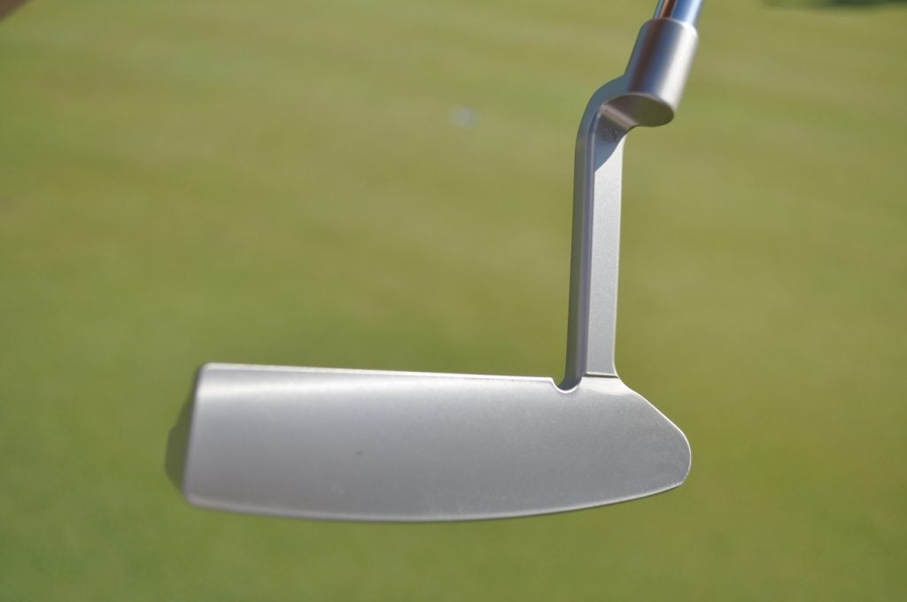 Toulon Design's Rochester putter normally has deep cross-hatch grooves all over the face. However, this face is completely smooth.