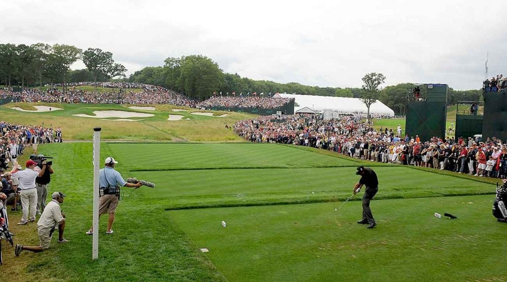 Mickelson had a packed house when he played No. 17 at the 2009 U.S. Open.