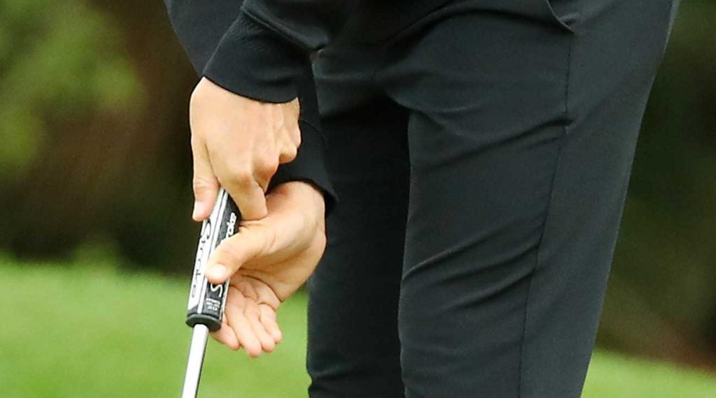 An up-close look at Tommy Fleetwood's putting grip.