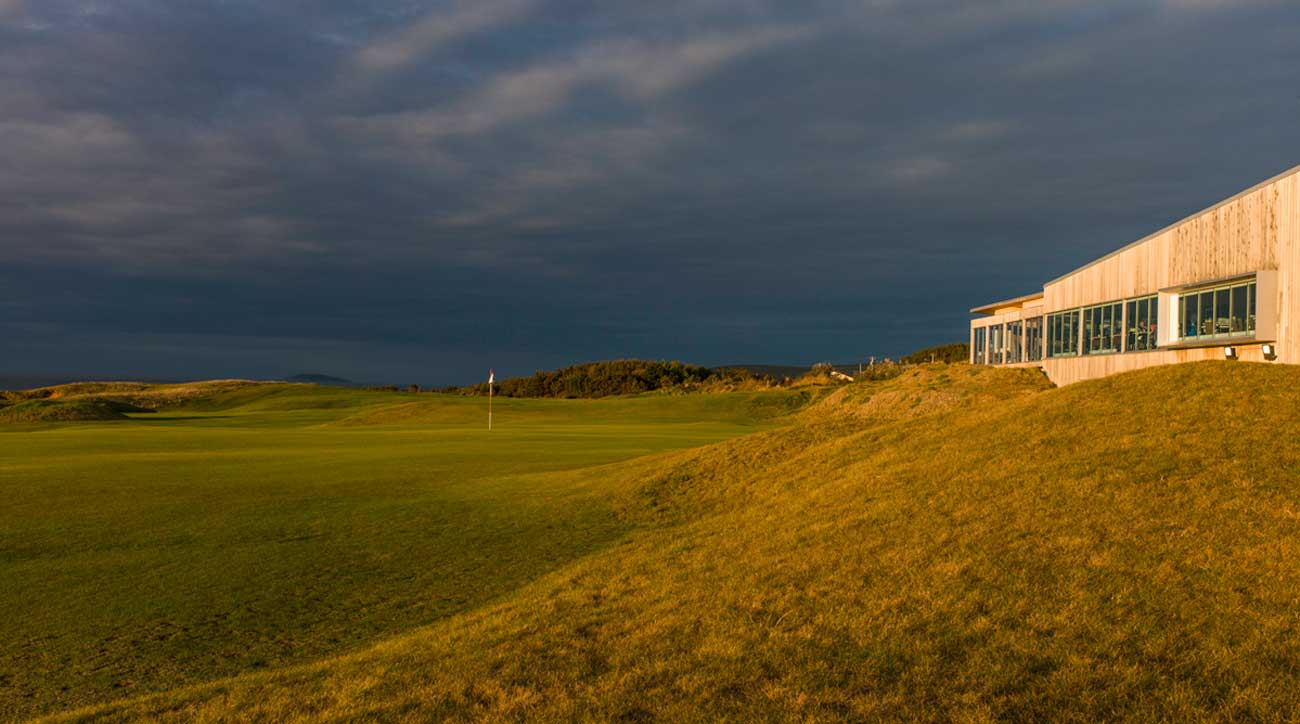 No. 18 at Cabot Links runs up to the modern, minimalist clubhouse.