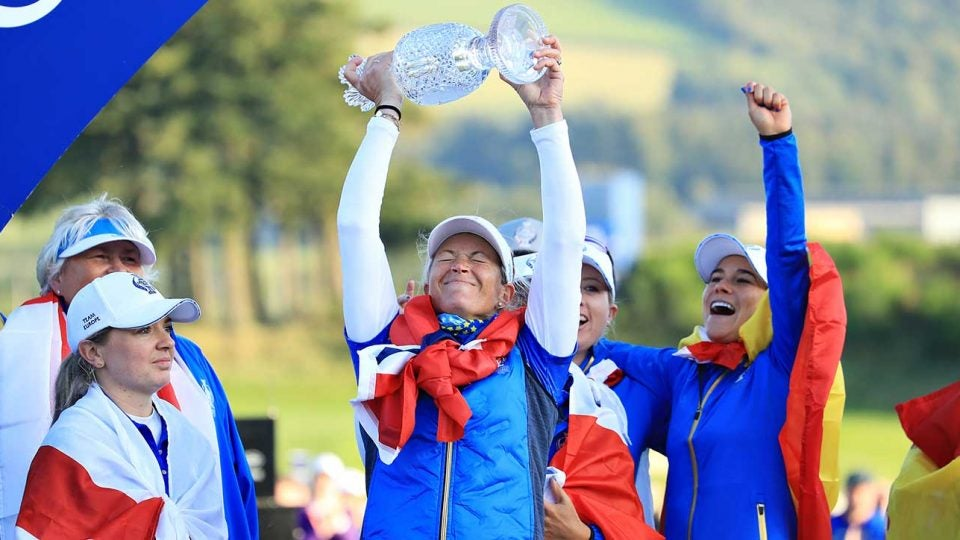Suzann Pettersen hoists the Solheim Cup trophy after Europe beat the U.S. at Gleneagles.
