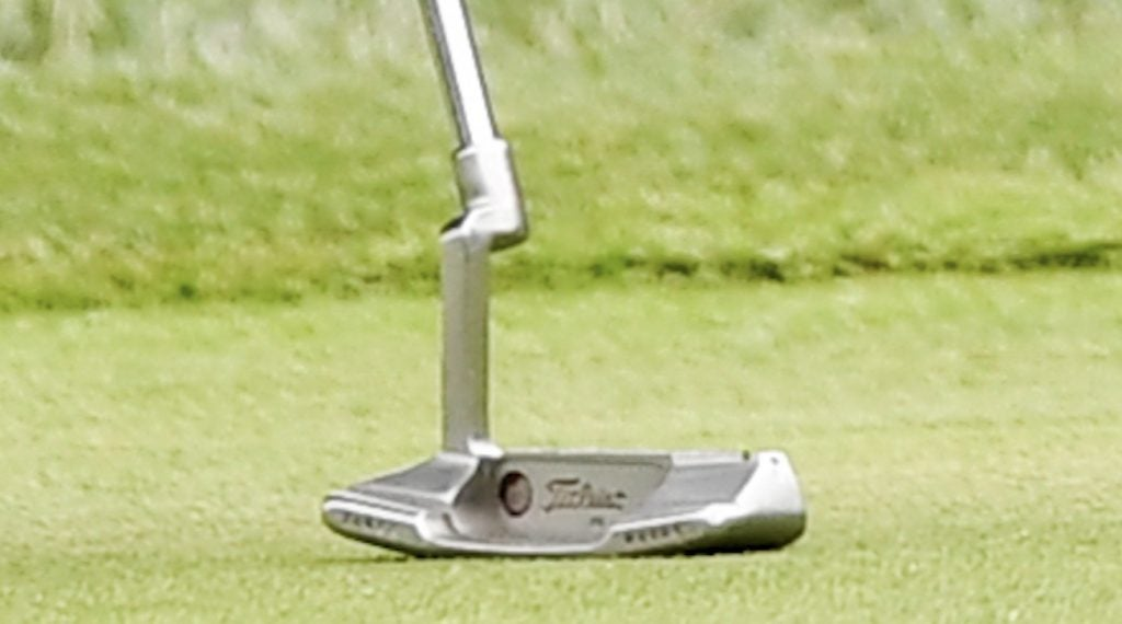 What's missing from this picture of Woods' putter?