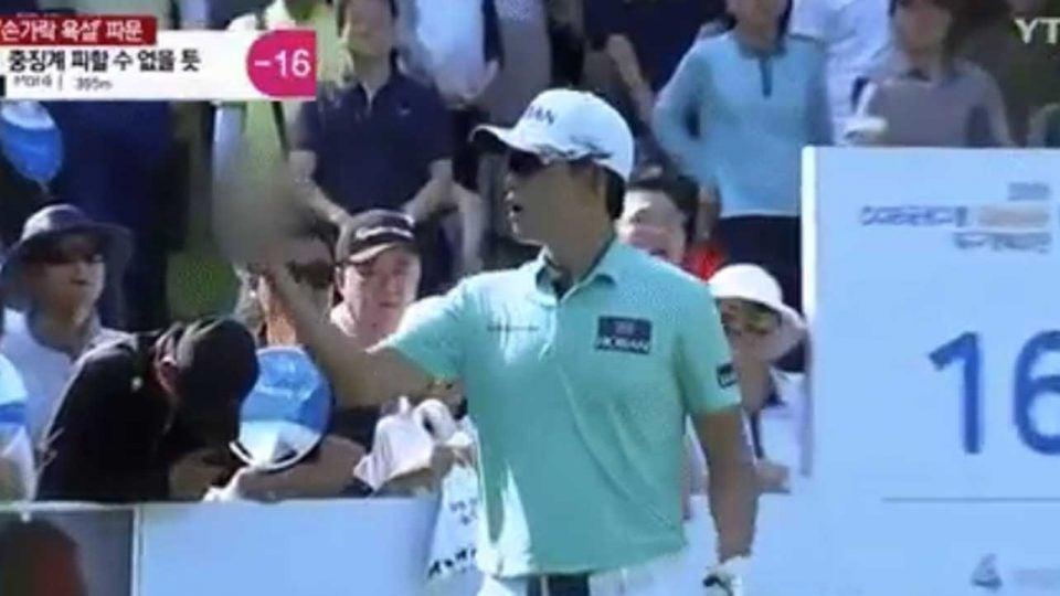 Bio Kim raises his middle finger at fans during last weekend's Korean Tour event.
