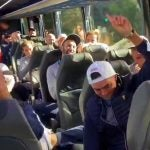 Tiger Woods sings to Rickie Fowler on his birthday along with the U.S. Presidents Cup team.