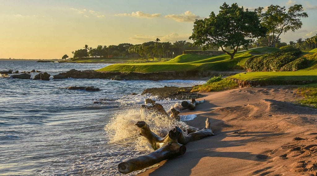 The par-3 fifth hole at Teeth of the Dog is a golfers slice of heaven.