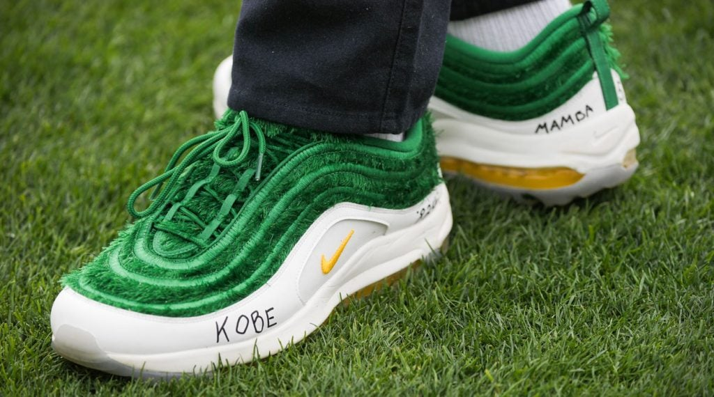 J.R. Smith pays his respects to Kobe and Gigi Bryant during the Wednesday pro-am at the Waste Management Phoenix Open.