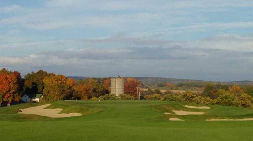 Scenic, quiet and beautiful. The 3rd at OKGC is a hole to remember (and the golf's not half-bad either).