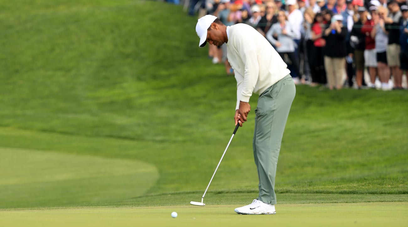 Tiger Woods putts during the second round of the 2020 Farmers Insurance Open