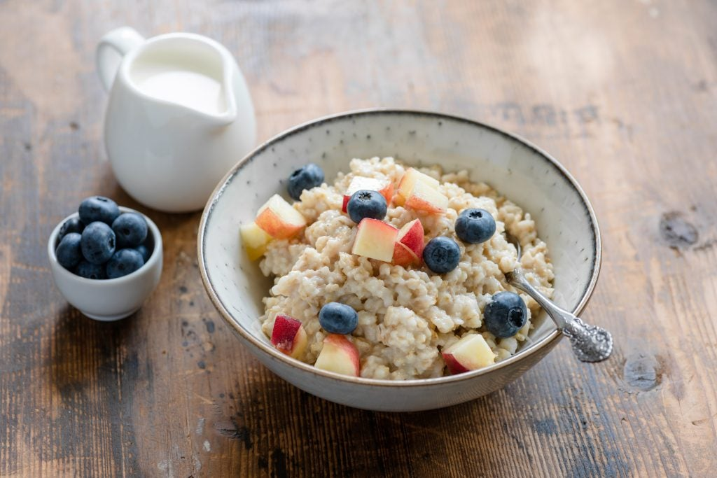 While it's not nutrionally deficient, oatmeal can be too heavy for your stomach before a round.