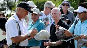Greg Norman signs autographs for a fan at the Presidents Cup.