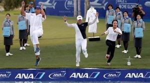 LPGA golfer Jin Young Ko jumps into pool at ANA Inspiration