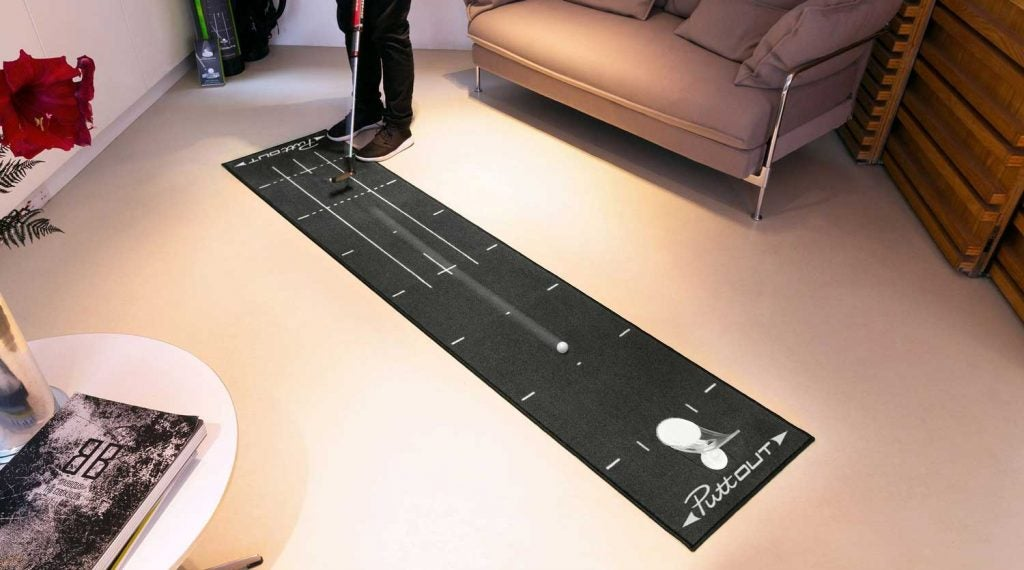 Here Are The 7 Best Putting Mats To Practice With At Home