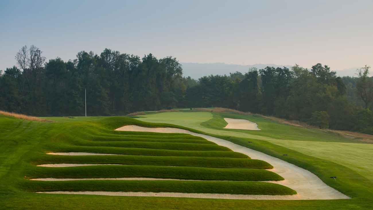 The 500-yard, par-4 15th hole – and its church pew bunkers – in 2015.