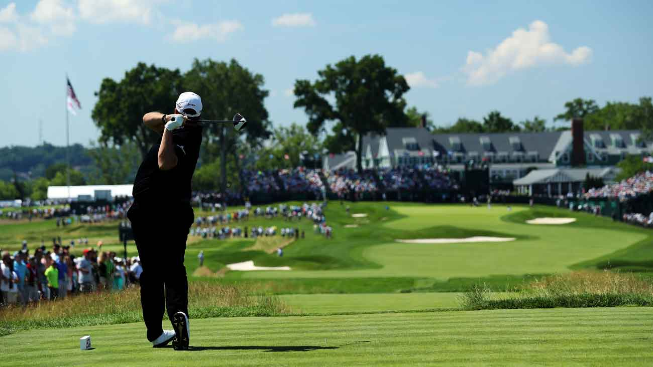 Shane Lowry tees off on the 484-yard, par-4 18th hole during the 2016 U.S. Open.