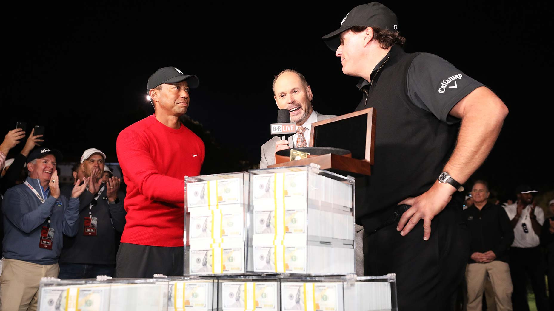 tiger woods phil mickelson shake hands