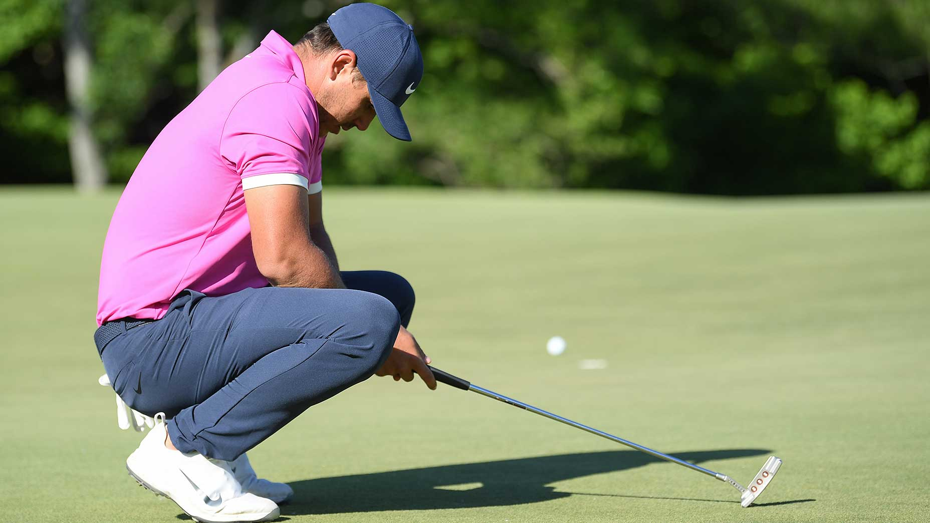 brooks koepka crouches after missing putt