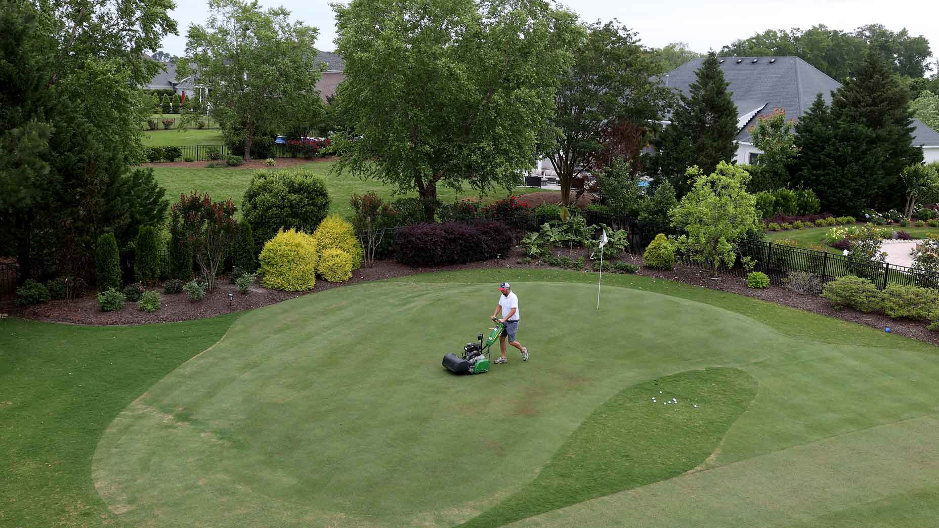 How To Make Your Own Backyard Putting Green In Just 8 Steps
