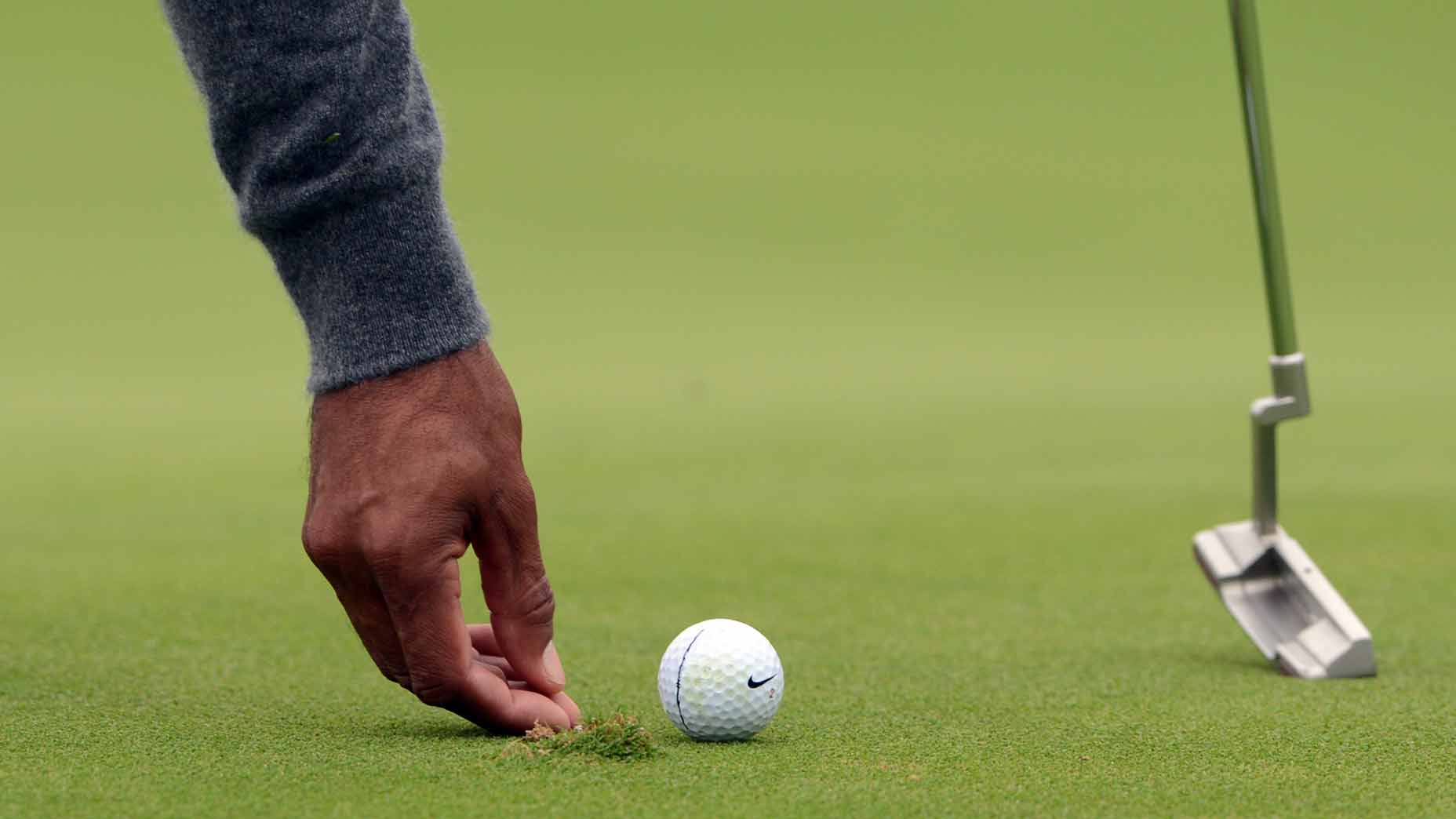 ball mark on green