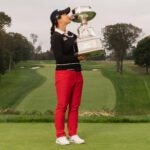 sei young kim kisses trophy