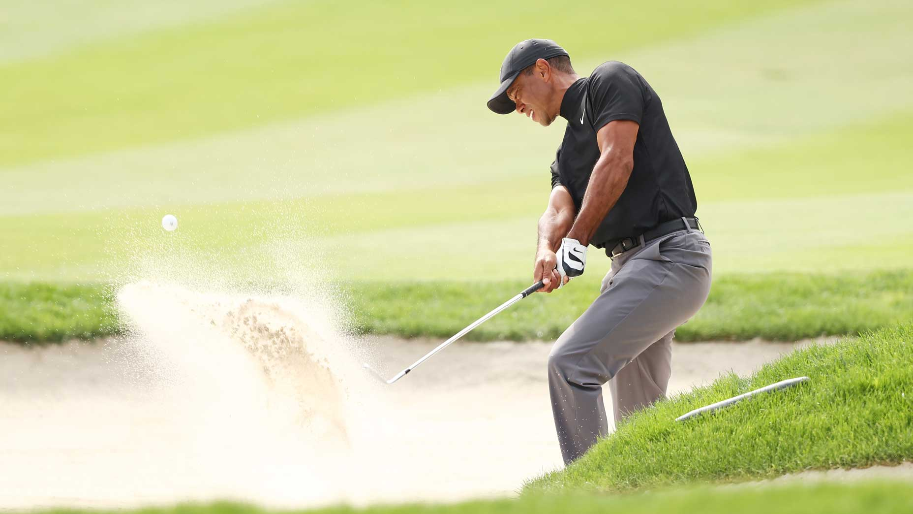 Tiger Woods hits sand shot at 2020 Zozo Championship
