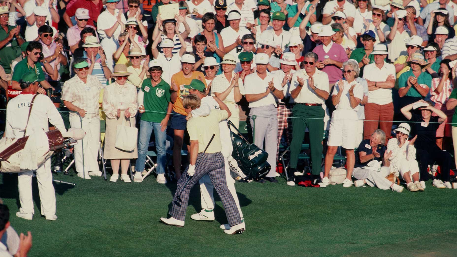 Jack Nicklaus walks off the green at the 1986 Masters.