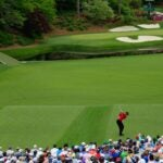 tiger woods hits approach on 12