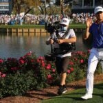 justin thomas walks 17 tpc sawgrass