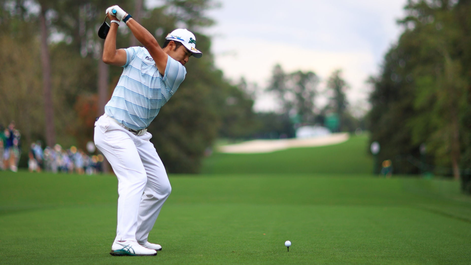 Why does Hideki Matsuyama 'pause' so much in his backswing?