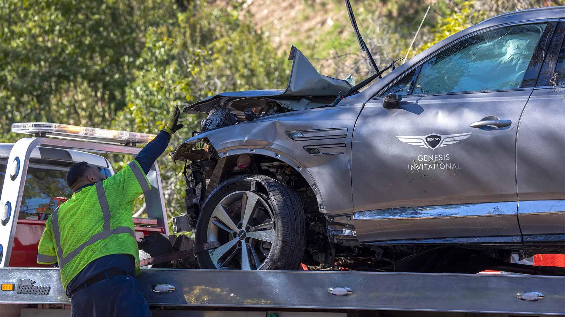 Detectives determine cause of Tiger Woods car crash, won't reveal details