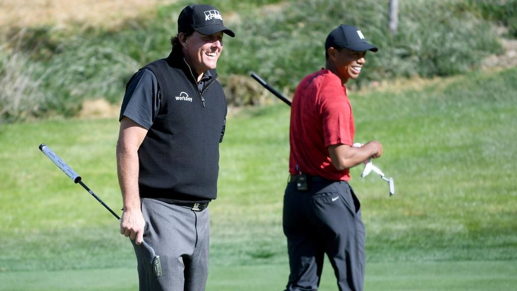 tiger woods and phil mickelson smile