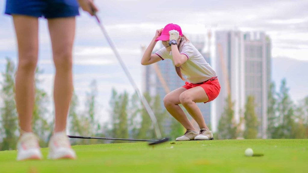 woman angry over putt