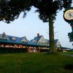 oakmont clubhouse
