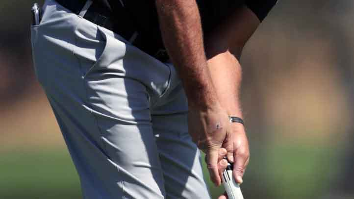 phil mickelson putting grip